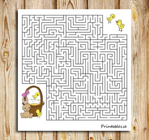 Small maze: Help the chicks find their easter basket  | Free printable for Easter